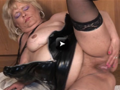 Mature NL Chubby mama squirting while masturbating
